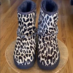 UGG size 8 leopard classic style